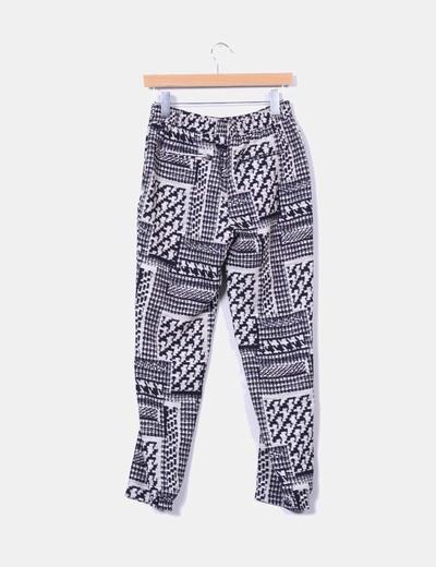 Pantalon sarga estampado blanco y negro