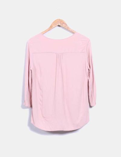 Blusa color rosa palo escote en pico