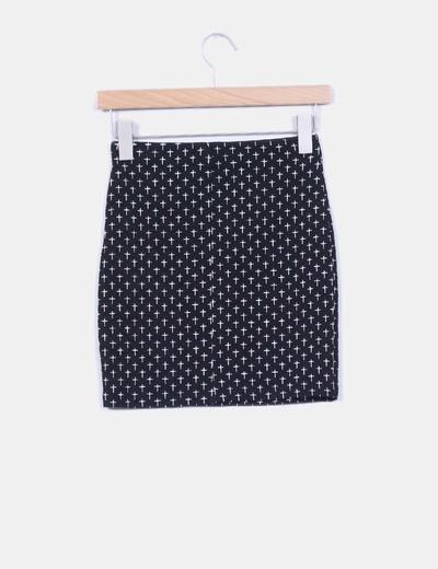 Mini falda negra ajustada cruces