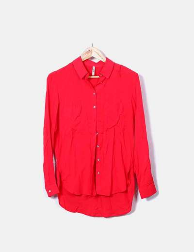 Camisa roja con bolsillos Stradivarius