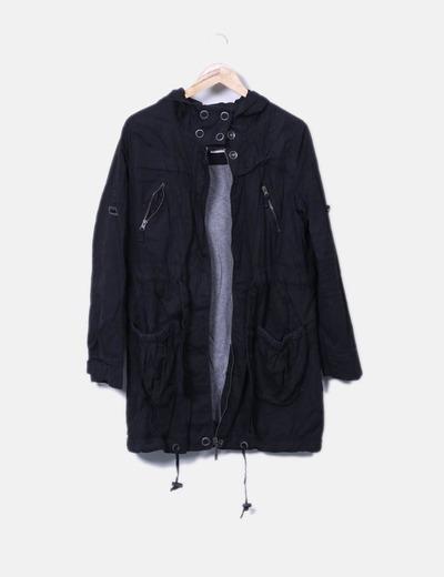 Parka negra con capucha Pull&Bear