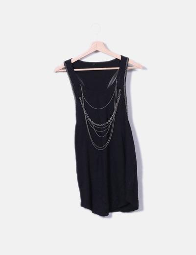 Camiseta negra con cadenas NoName