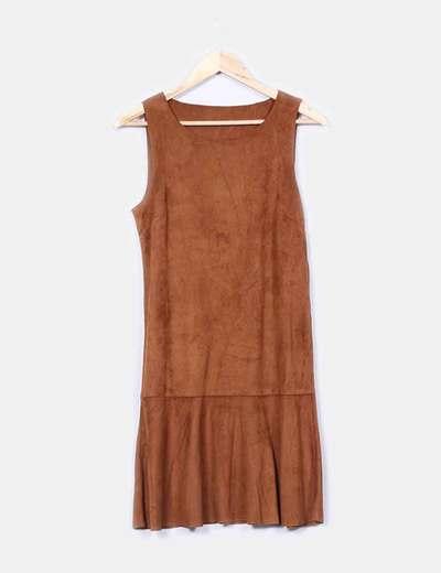 Vestido midi antelina marrón con volante Vila