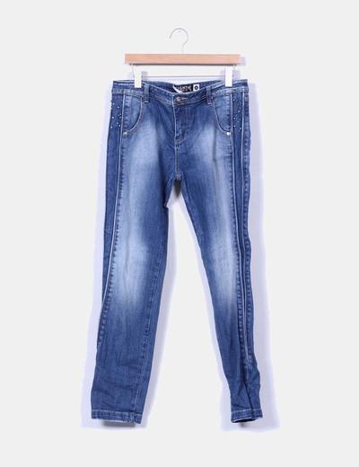 Jeans tono medio con pedrería lateral EIGHTH