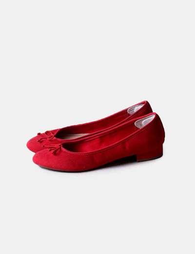 Bailarina con tacón rojo