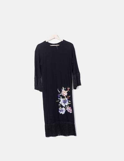 Vestido midi negro bordado floral con flecos