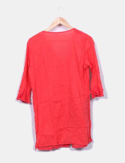 Camisola roja con botones