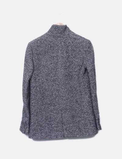 Abrigo gris jaspeado abotonado