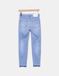 Jeans denim azul con rotos Pull&Bear