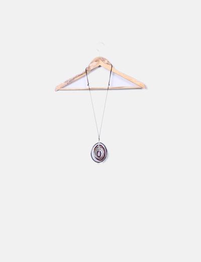 Collar de cuerda con abalorios de colores
