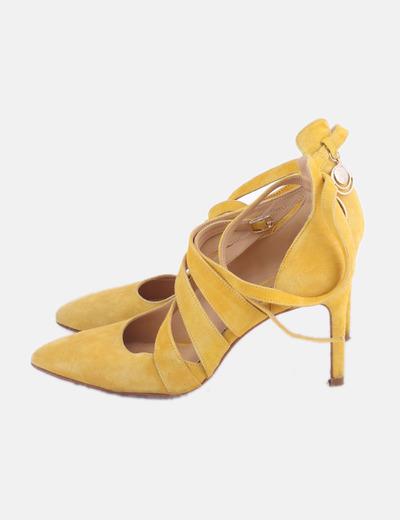 Stiletto amarillo tiras