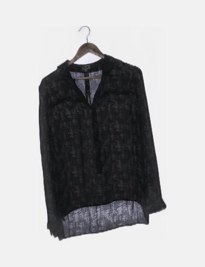 Blusa fluida negra estampada