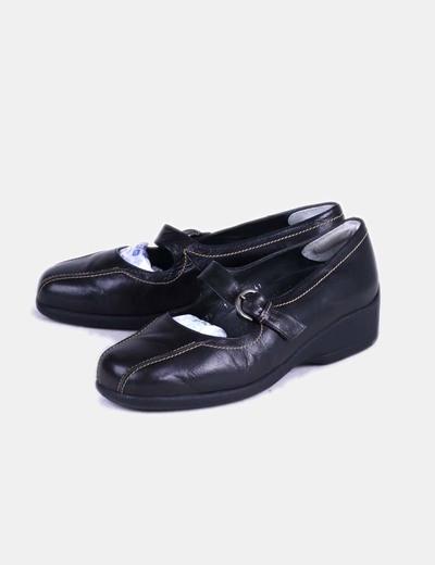 Zapato plano negro con punta redondeada drucker