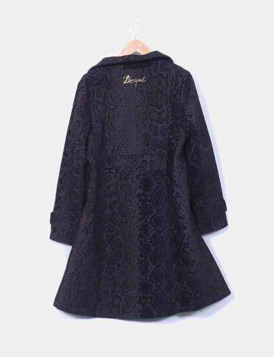 Abrigo largo en textura negra