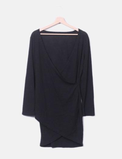 Vestido negro cruzado