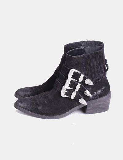 3e8a8d1f4a6 Bershka Botas negras con hebillas (descuento 40%) - Micolet