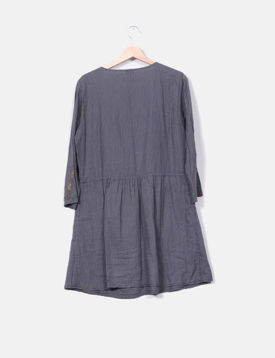 Vestido gris oscuro pedreria
