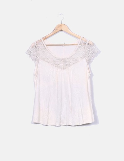 Top beige escote crochet Stradivarius