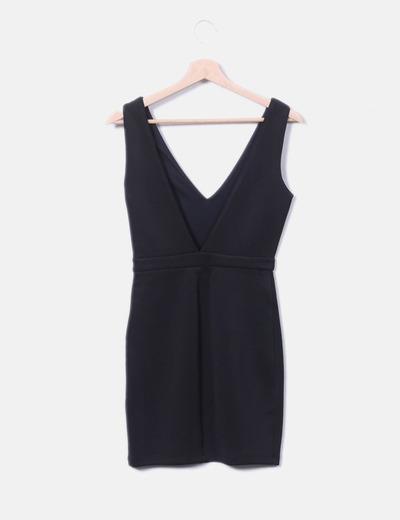 Vestido negro escote v