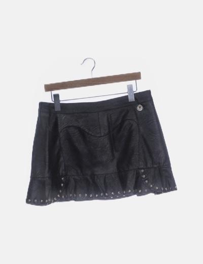 Falda polipiel negra con tachas