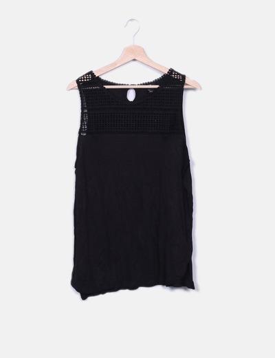 Top negro escote crochet H&M
