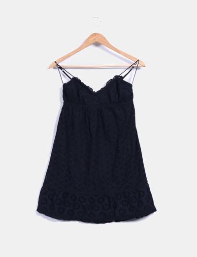 Blusa tirantes negra combinada con crochet Oysho