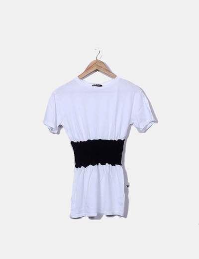 Camiseta blanca detalle goma