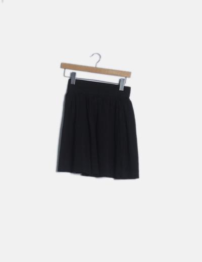 Mini falda negra evasé