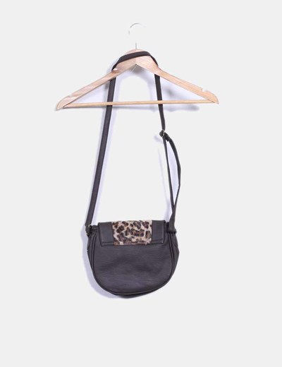 Bolso saddle marron con estampado de leopardo