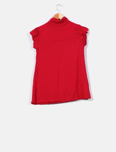 Camiseta roja de manga corta con cuello cisne