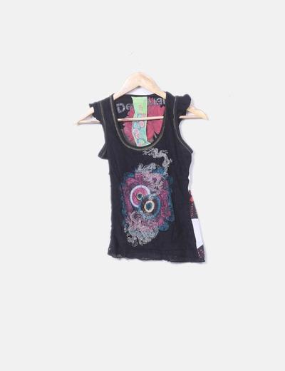 Camiseta negra bordado flor