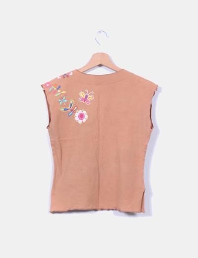 Camiseta marron bordada