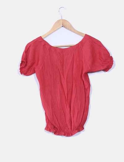 Blusa roja drapeada