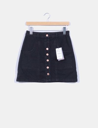 c1b7d2f9e Stradivarius Mini falda vaquera negra botones dorados (descuento 42 ...