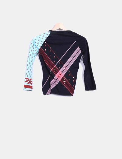 Camiseta negra combinada estampado multicolor