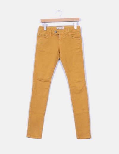 Pantalón denim color mostaza  Pull&Bear
