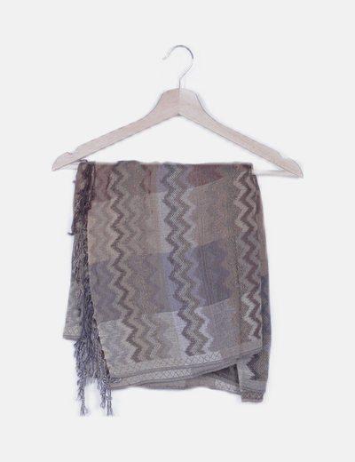 Foulard marrón combinado con flecos