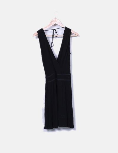 Vestido negro fluido escote cruzado