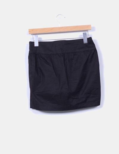 Falda mini negra abotonada
