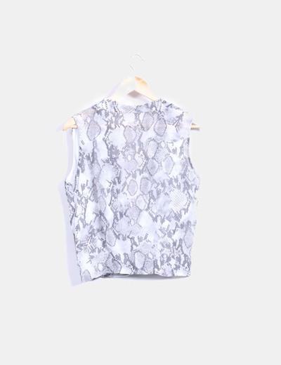 Blusa gris con estampado de serpiente