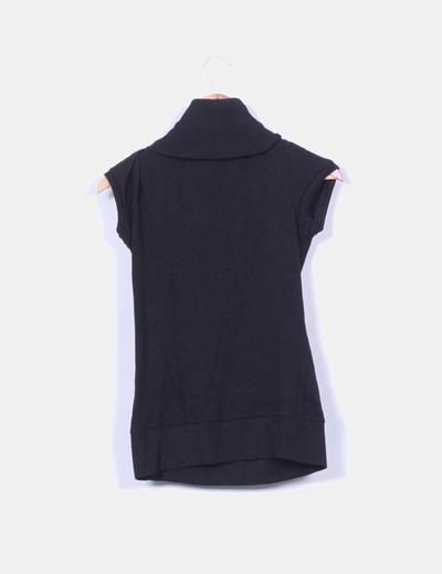 Tricot negro manga corta con cuello