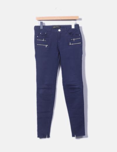 Pantalón pitillo azul marino con hebillas