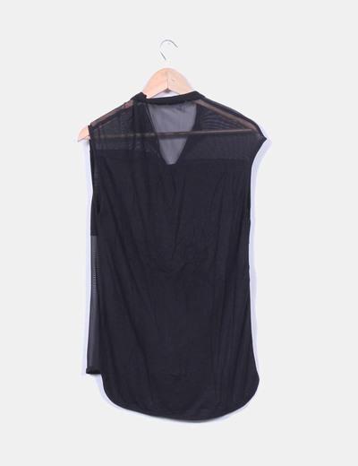 Blusa negra combinada sin mangas