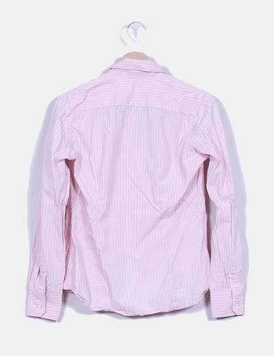 Camisa rosa de rayas blancas