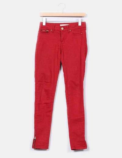 Pantalón rojo detalle cremalleras Zara