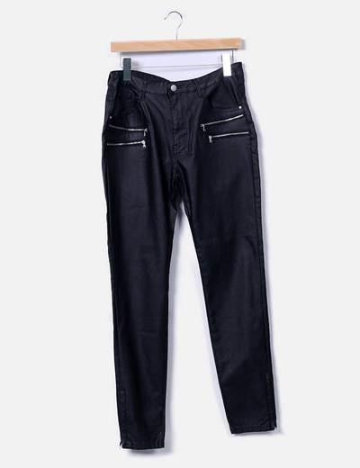 Pantalón negro encerado con cremalleras Freequent