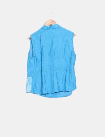 Camisa sin mangas azul satinada