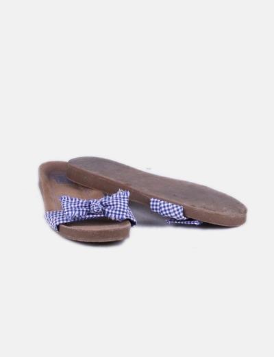 Sandalia de cuadros azul y blanca