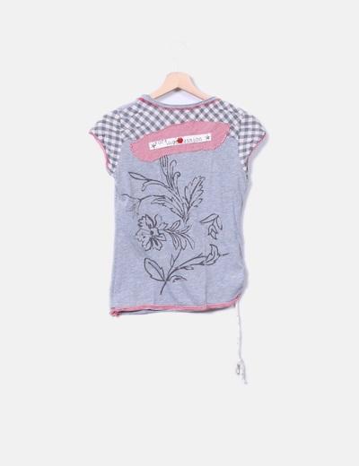 Camiseta gris combinada con strass