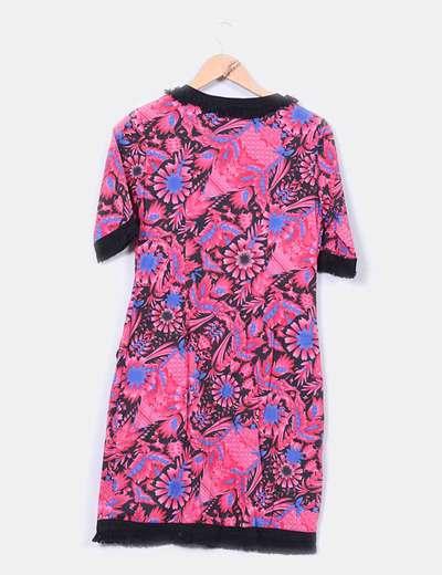 Vestido floral rosa con flecos